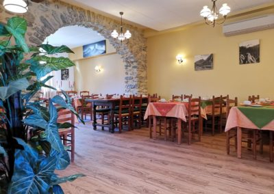 Hotel Saint-Georges Saint Jean de Maurienne Savoie salle petit-déjeuner